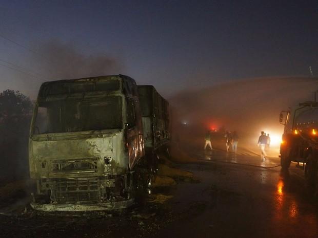 Motorista morre após acidente entre 3 caminhões e caminhonete na BR-364 (Foto: Parecis.net)