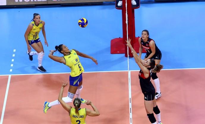 Adenízia Brasil x Turquia Grand Prix vôlei (Foto: Divulgação /FIVB)