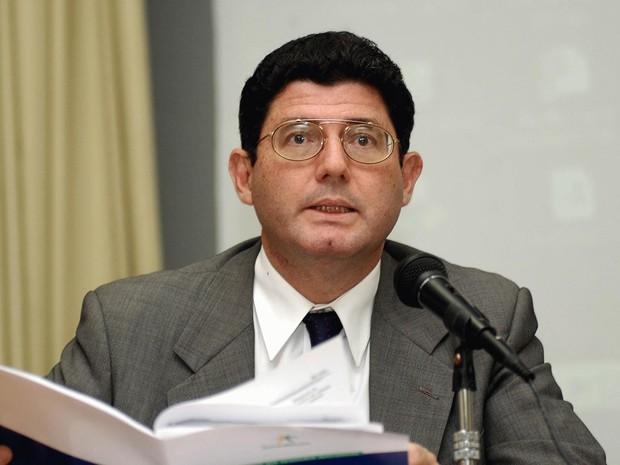 20/04/2004 - O secretário do Tesouro, Joaquim Levy, dá entrevista no ministério da Fazenda (Foto: Wilson Dias/Abr/Arquivo)