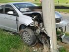 Motorista bate carro   em poste na SP-264 (Adriano Vincler/Arquivo Pessoal)