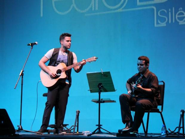 """À ocasião, Pedro encerrou a turnê do primeiro álbum de estúdio, """"Silêncio"""" (Foto: Tiago Melo/G1 AM)"""