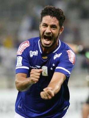 Léo, zagueiro do Cruzeiro (Foto: EFE)
