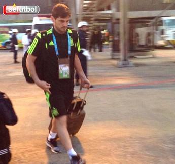 Casillas Embarque Espanha (Foto: Reprodução / Twitter)
