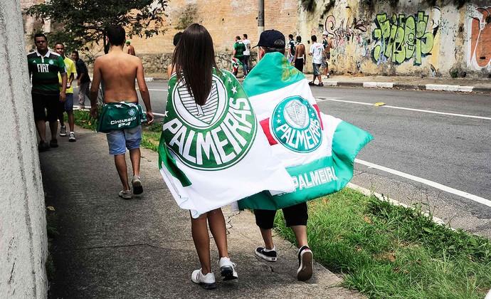 chegada torcida jogo Palmeiras (Foto: Marcos Ribolli / Globoesporte.com)