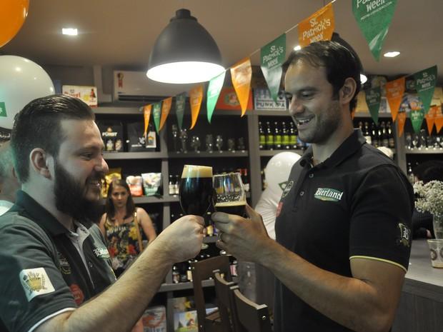 Representante da cervejaria, reponsável pelo concurso, esteve em Poços de Caldas (MG) (Foto: Lúcia Ribeiro/G1)