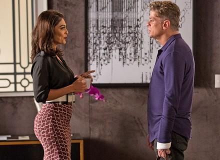 Arthur acusa Carolina de armar flagra de Eliza e Rafael