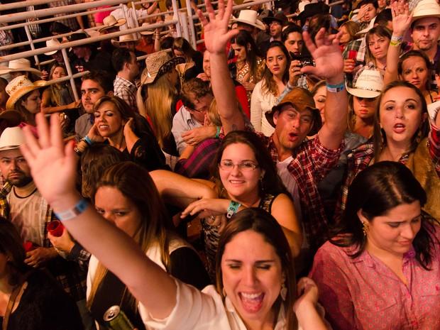 Henrique & Juliano levam o público à loucura em noite de ingressos esgotados em Barretos, SP (Foto: Érico Andrade/G1)