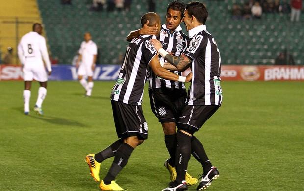 Ricardinho comemora gol do Figueirense contra o Bragantino (Foto: Anderson Pinheiro / Agência Estado)