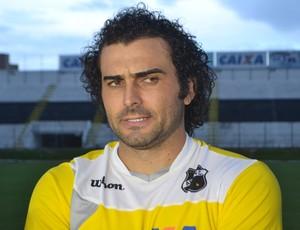 Neto Coruja, volante do ABC (Foto: Jocaff Souza/GloboEsporte.com)