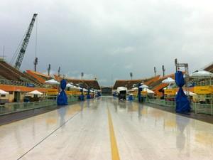Sábado foi de muita chuva no Sambódromo de Manaus (Foto: Muniz Neto/G1 AM)