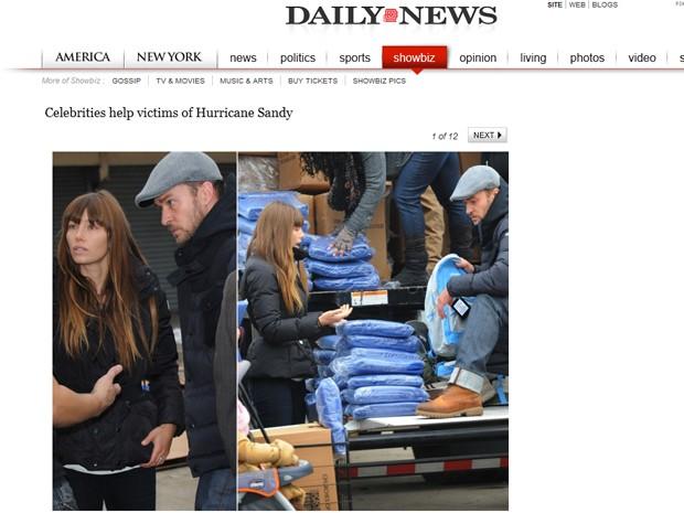 Os atores Justin Timberlake e Jessica Biel ajudam a distribuir mantimentos em Nova York, em 10 de novembro de 2012, após a passagem da tempestade Sandy pela cidade (Foto: Reprodução / Site Nydailynews.com)