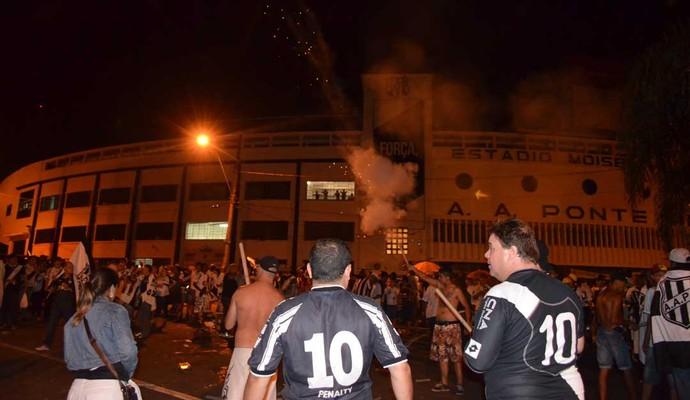 Torcedores fazem festa no Majestoso após classificação para a final da Copa Sul-americana (Foto: Fernando Pacífico / Globoesporte.com)