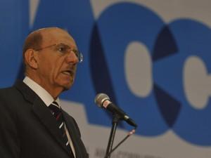 O ministro-chefe da CGU, Jorge Hage, no encerramento da 15ª Conferência Internacional Anticorrupção (Foto: Valter Campanato/ABr)