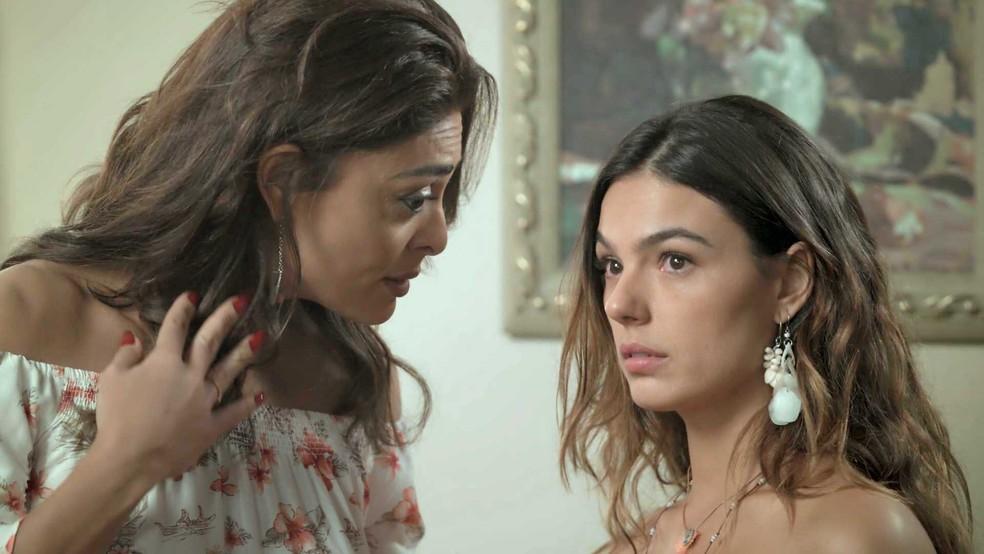 Bibi garante que vai proteger a amiga (Foto: TV Globo)