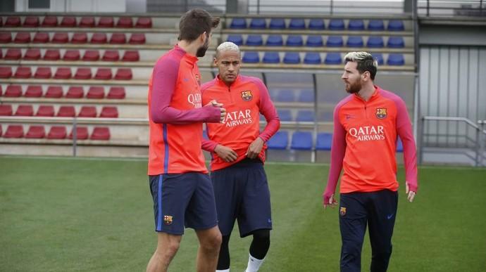 Messi Neymar treino Barcelona (Foto: Reprodução/Twitter)