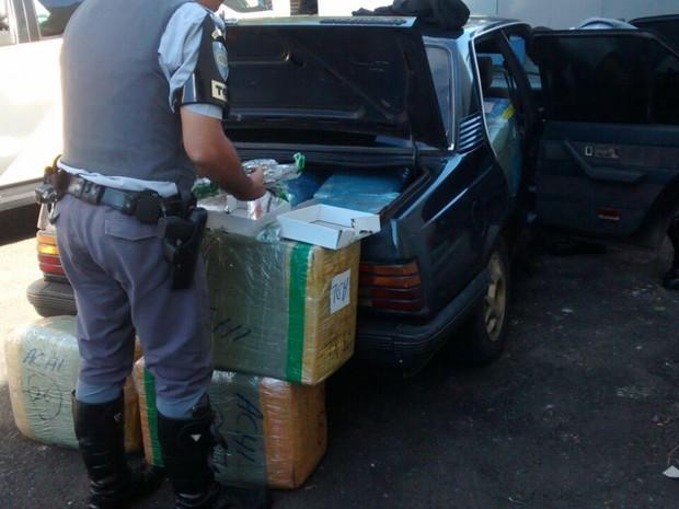 Relógios do Paraguai foram apreendidos em Presidente Venceslau (Foto: Cedida/Polícia Militar Rodoviária)