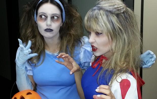 Ana Paula e Kelly Maria encarnando as versões 'desencarnadas' de Cinderella e Branca de Neve (Foto: Luiz Novaes/ TV Vanguarda)