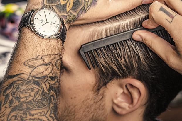 Relógios e barbearia (Foto: Rodrigo Marques)