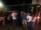 Ônibus escolar é retido por excesso de passageiros em São Caetano, PE