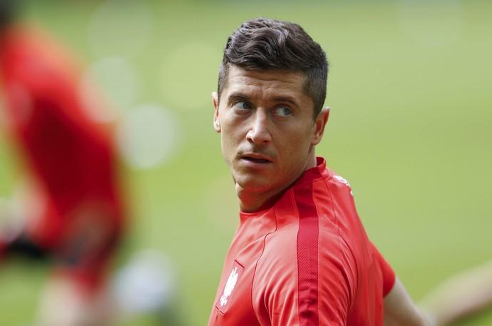 Lewandowski no treino da Polônia (Foto: Reuters/Lee Smith)
