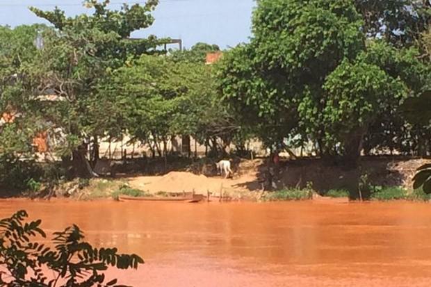 Rio Doce em Governador Valadares (MG) (Foto: Flávia Mantovani/G1)