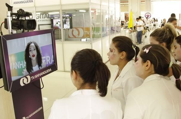 Milhares de pessoas puderam interagir com nossa promotora virtual. (Foto: TV Anhanguera)