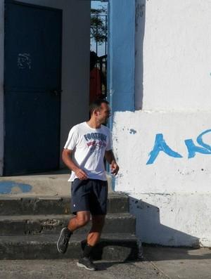 Goleiro Fábio sai do estádio e vai correr nas ruas (Foto: Divulgação/ADC)