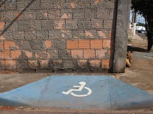 Rampa acessibilidade Araxá (Foto: Maritza Borges)