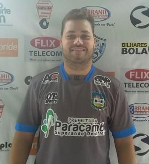 Auxiliar técnico Victor Hugo é só alegria após vitória de Paracambi (Foto: Divulgação/TV Rio Sul)