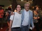 Caetano Veloso vai com a namorada ao show do filho Moreno Veloso