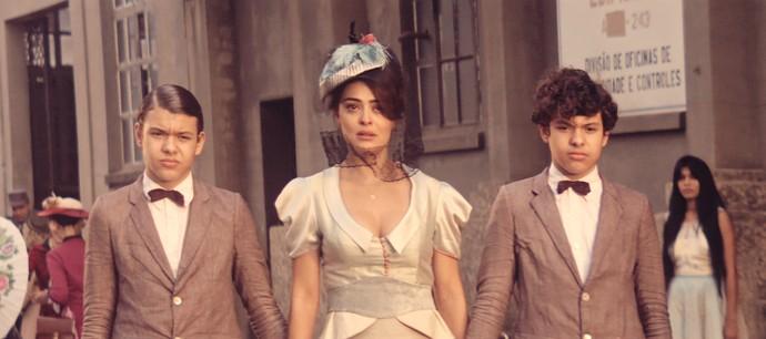 Na trama, Zana é mãe de Yaqub (Lorenzo Rocha) e Omar (Enrico Rocha)  (Foto: TV Globo)