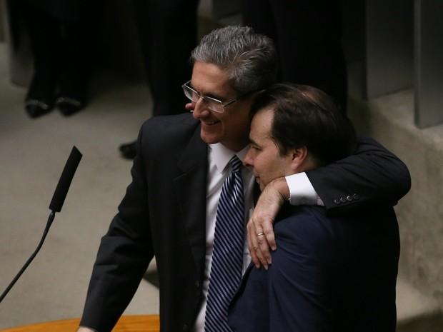 O deputado Rodrigo Maia (DEM-RJ), com 120 votos, e o deputado Rogério Rosso (PSD-DF), com 106 votos, disputam o segundo turno da eleição para presidente da Câmara dos Deputados (Foto: Fabio Rodrigues Pozzebom/Agência Brasil)