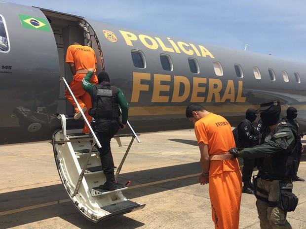 Transferência de presos do Complexo Penitenciário de Pedrinhas para o presídio de segurança máxima em Mossoró (Foto: Clayton Montelles)