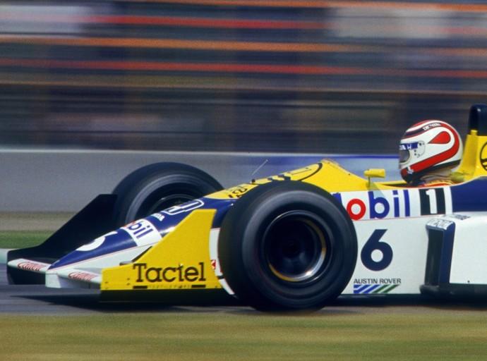 Marcado pela gota desenhada na lateral, o casco de Nelson Piquet também foi concebido por Sid Mosca (Foto: Getty Images)