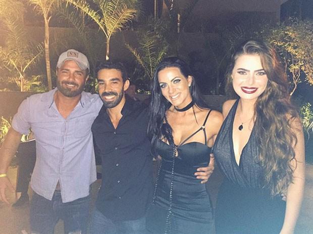 Rodrigo Phavanello, Carla Prata e Rayanne Morais com amigo em festa na Zona Oeste do Rio (Foto: Instagram/ Reprodução)