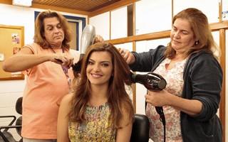 Os cuidados com o cabelo de Mayana são simples (Foto: Amor Eterno Amor/ TV Globo)