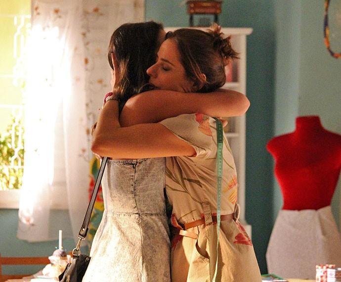 Mari abraça Eva e agradece  (Foto: Rodrigo Dau/Gshow)
