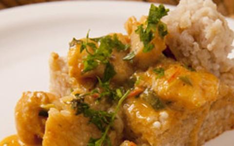 Surpresa de peixe servida com tapioca