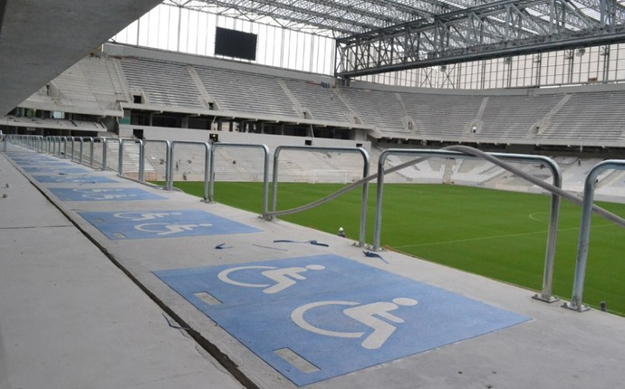 Área para portadores de deficiência (Foto: Divulgação/Site Oficial do Atlético-PR)