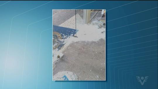 Homem depreda parte de agência do INSS em Santos, SP