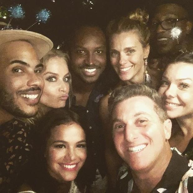 Hugo Gloss, Angélica, Thiaguinho, Carolina Dieckmann, Mumuzinho, Bruna Marquezine, Luciano Huck e Fernanda Souza em festa no Rio (Foto: Instagram/ Reprodução)