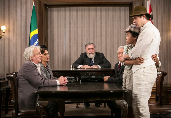 Pirulito fica com medo de ser preso (Foto: Raphael Dias/Gshow)