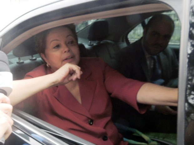 Dilma deixa a Assembleia Legislativa do RS após anúncio do metrô em Porto Alegre (Foto: Felipe Truda/G1)