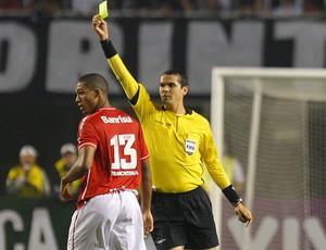 Ricardo Marques Ribeiro árbitro do jogo entre corinthians e internacional (Foto: Idário Café / Vipcomm)