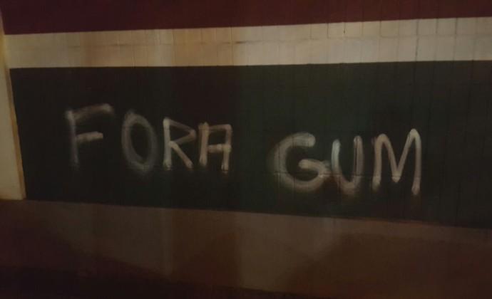 muro, laranjeiras, protesto, fluminense (Foto: Reprodução)
