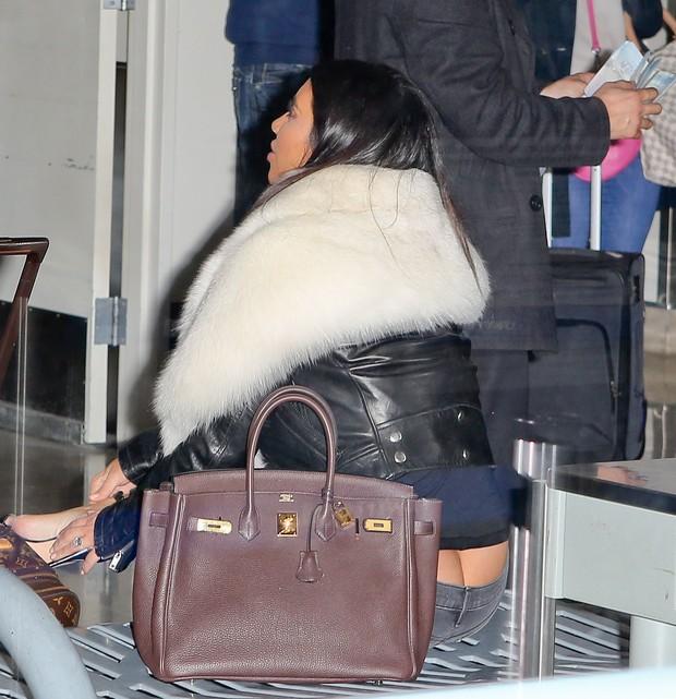 X17 - Kim Kardashian em aeroporto de Los Angeles, nos Estados Unidos (Foto: X17online/ Agência)