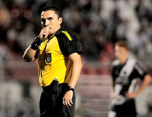 Marcelo Prieto Alfieri árbitro jogo Ponte Preta e Oeste (Foto: Rodrigo Villalba / Futura Press)