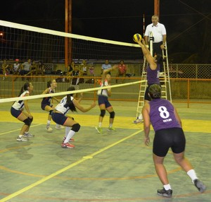 CDA não aguentou a pressão do São Raimundo e perde por 3 a 0 (Foto: Tércio Neto/GloboEsporte.com)