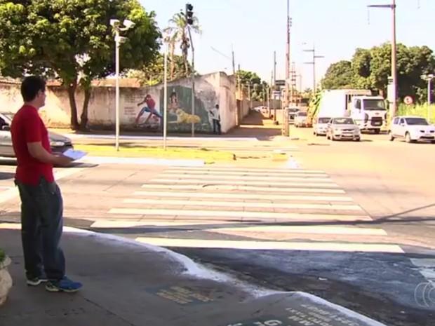 Homem recebe multas de moto que já vendeu e tenta achar atual dono em Goiânia, Goiás (Foto: Reprodução/TV Anhanguera)