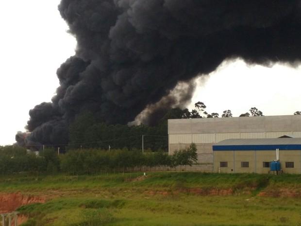 Incêndio atinge empresa de Boituva nesta quarta-feira (9) (Foto: Arquivo pessoal/Paulo Vagner dos Santos)